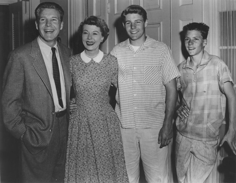 Adv_of_Ozzie_and_Harriet_Nelson_Family_1955